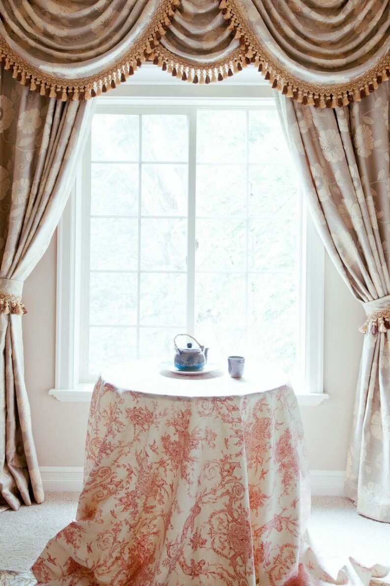 Window curtains for dining