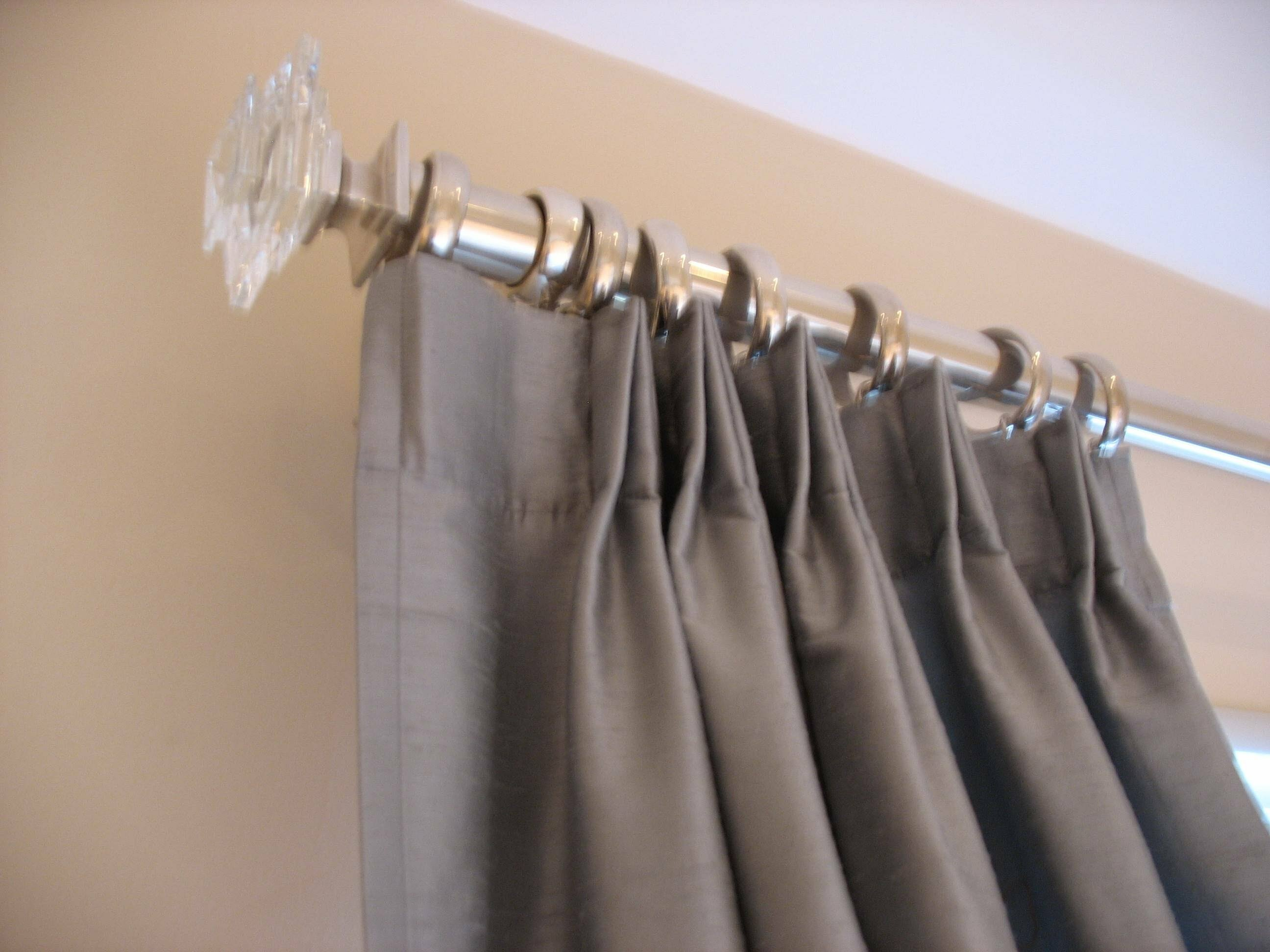 Curtain rod no screws